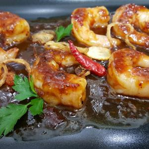 Jumbo Tamarind shrimp in piquant sauce with sweet-garlic flavour